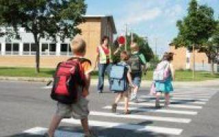 Правила проезда пешеходного перехода в новой редакции ПДД в 2020 году: пропуск пешеходов