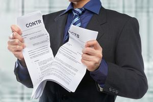 Как выселить квартирантов, которые не платят: без договора, с договором, через суд