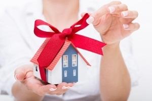 Можно ли отменить дарственную на квартиру при жизни дарителя в 2020 году? Как аннулировать и отозвать договор дарения?