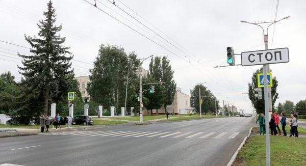 Правила проезда пешеходного перехода в новой редакции ПДД в 2020 году: пропуска пешеходов