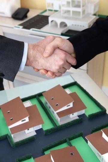 Как оформить дарственную на долю в квартире в 2020 году и сколько стоит?