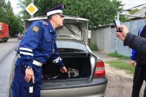 Досмотр автомобиля сотрудником ДПС в 2020 году по новому регламенту: основания, как проводится