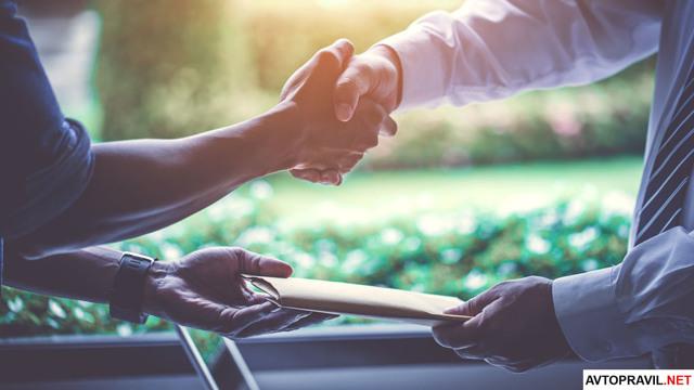 В какую страховую обращаться при ДТП свою или виновника