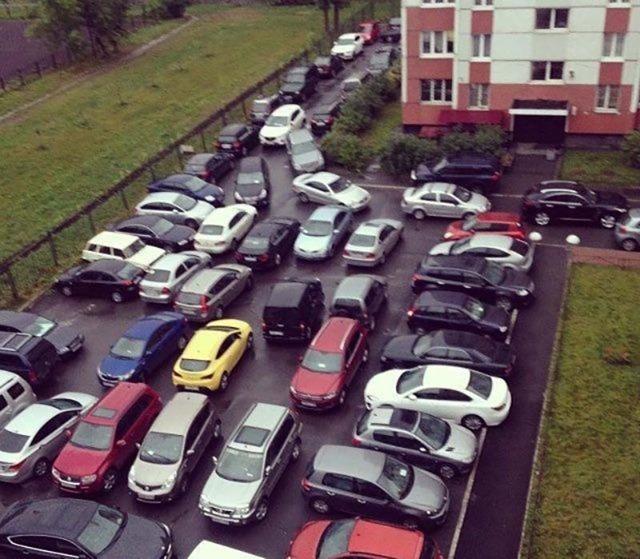 Штраф за парковку на газоне в 2020: Москва и регионы, стоимость, куда жаловаться