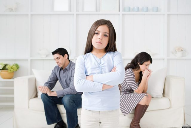 Как выписать несовершеннолетнего ребенка из квартиры собственника: можно ли, имеет ли право