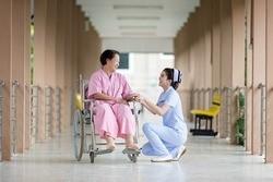 Как оформить опекунство над пожилым человеком старше 80 лет в 2020 году?