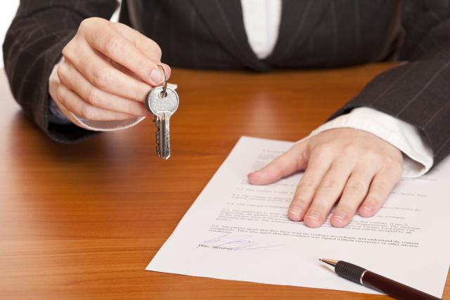 Сколько стоит оформить дарственную на квартиру у нотариуса и самостоятельно в 2020 году