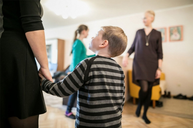 Опекунство над ребенком: как оформить в 2020 году, кто может, куда обращаться?