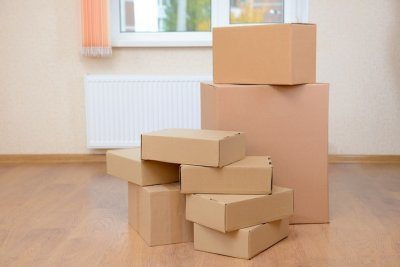 Как выселить соседей из квартиры: коммунальной, общежития, сдаваемой, приватизированной
