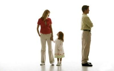Как выписать бывшую жену из моей собственной квартиры без ее согласия: с ребенком, приватизированной и муниципальной